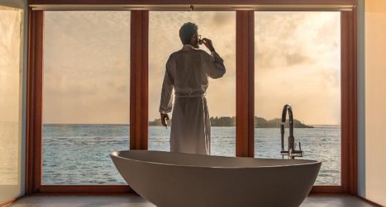 الاطلالة من حوض الاستحمام